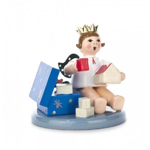 Dregeno Erzgebirge - Engel sitzend mit Spielzeugkiste und Krone