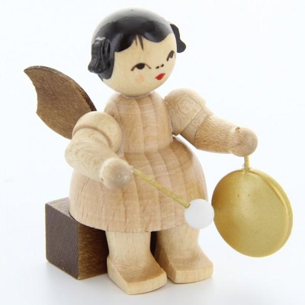 Uhlig Engel sitzend mit kleinem Gong, natur, handbemalt