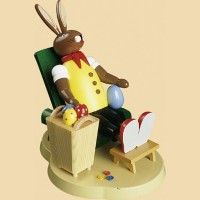 Richard Glässer Osterhase auf Sessel
