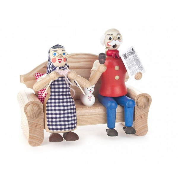 Dregeno Erzgebirge - Räucherfrau Oma mit Opa auf Sofa - 17cm