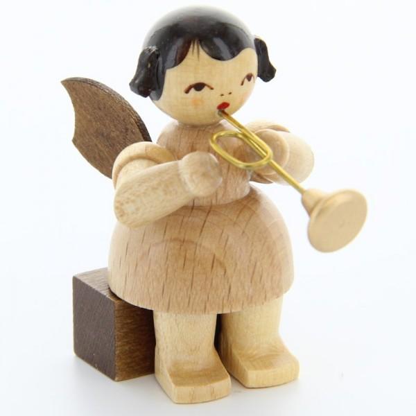 Uhlig Engel sitzend mit Trompete, natur, handbemalt