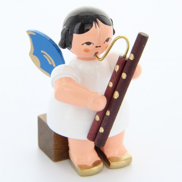 Uhlig Engel sitzend mit Fagott, blaue Flügel, handbemalt