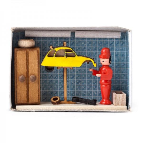 Dregeno Erzgebirge - Miniatur-Zündholzschachtel Autowerkstatt