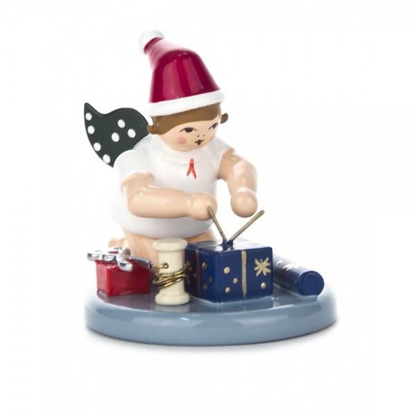 Dregeno Erzgebirge - Weihnachtsengel kniend, mit Geschenken und Mütze