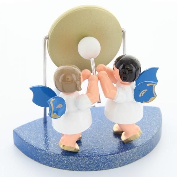 Uhlig Engel stehend am großen Gong, blaue Flügel,passend zum Wolkenstecksystem blau, handbemalt