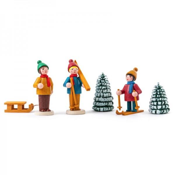 Dregeno Erzgebirge - Miniatur-Wintersportler mit Bäumen, farbig, lasiert, 5-teilig