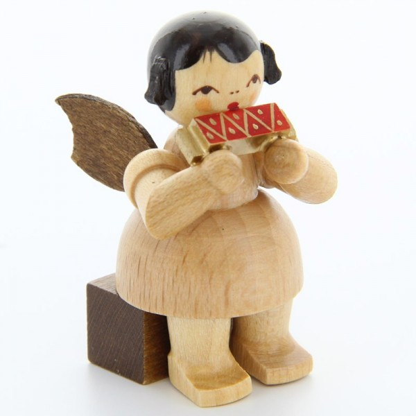 Uhlig Engel sitzend mit Mundharmonika, natur, handbemalt