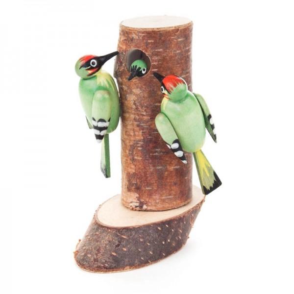 Dregeno Erzgebirge - Miniatur-Stamm mit Grünspechtfamilie