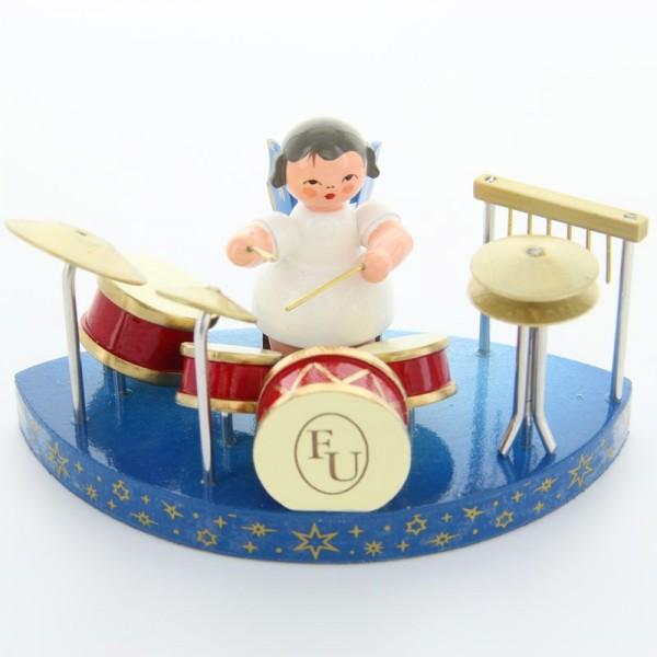 Uhlig Engel sitzend am Schlagzeug, blaue Flügel,passend zu den einfachen Wolken, handbemalt
