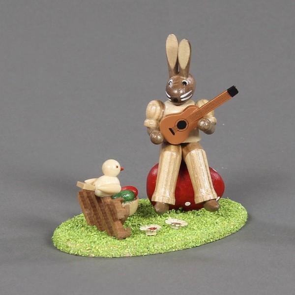 Dregeno Erzgebirge - Hasenmusikant mit Gitarre