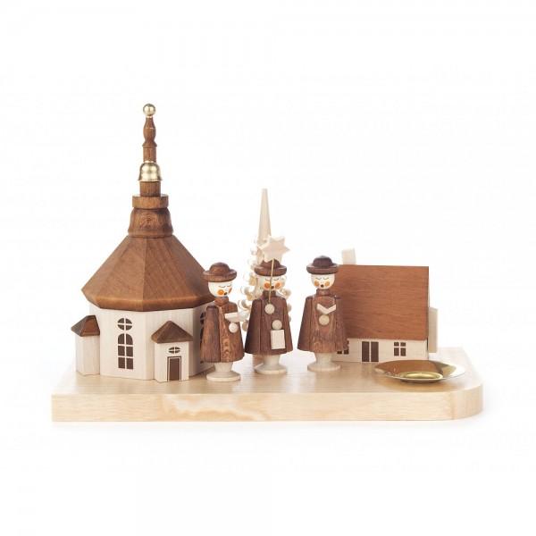 Dregeno Erzgebirge - Kerzenhalter mit Seiffener Kirche, Haus und Kurrende - 13cm