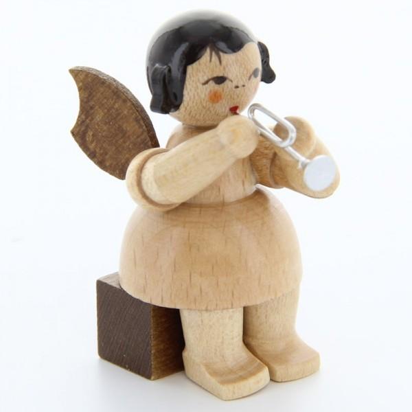 Uhlig Engel sitzend mit Piccolotrompete, natur, handbemalt